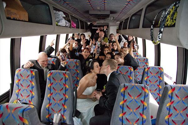 Locação de vans para Casamentos